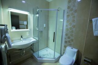 Baie camera hotel Meliss Craiova Central
