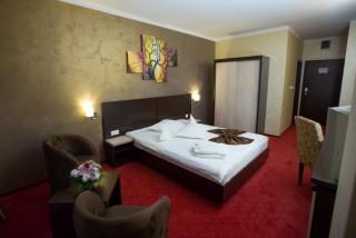 Camera matrimoniala hotel Melis Central Craiova