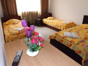 Camera trei paturi separate cazare Craiova