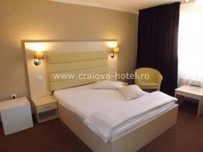 Hotel Craiova camera matrimoniala