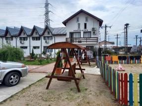 Pensiunea Casa Regala Craiova loc joaca si parcare